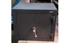 Офисный сейф AMH 053 механический замок 450x395х360 мм (ДхГхВ)